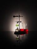 Garrafas do laboratório com líquido para dentro Conceito da ciência Imagem de Stock