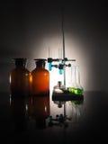Garrafas do laboratório com líquido para dentro Conceito da ciência Imagem de Stock Royalty Free
