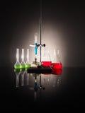 Garrafas do laboratório com líquido para dentro Conceito da ciência Fotografia de Stock Royalty Free