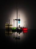 Garrafas do laboratório com líquido para dentro Conceito da ciência Fotografia de Stock