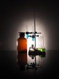 Garrafas do laboratório com líquido para dentro Conceito da ciência Fotos de Stock Royalty Free