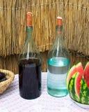 Garrafas do vinho e do luar na tabela imagens de stock