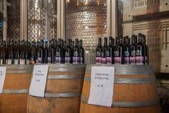 Garrafas do vinho para a venda em Mony Winery foto de stock