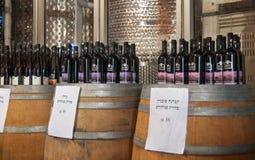 Garrafas do vinho para a venda em Mony Winery fotografia de stock