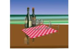 Garrafas e stemware da videira em uma opinião do mar Imagem de Stock Royalty Free