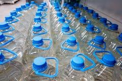 Garrafas plásticas com água 5 litros Fotografia de Stock