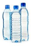 Garrafas plásticas da água mineral no branco Foto de Stock