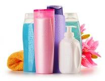 Garrafas plásticas de produtos do cuidado e de beleza do corpo Fotografia de Stock Royalty Free