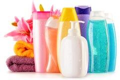 Garrafas plásticas de produtos do cuidado e de beleza do corpo Fotografia de Stock