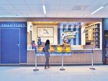 Garrett廊曼国际机场的玉米花商店 免版税图库摄影