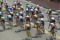 竞争在Garrett Lemire纪念格兰披治全国竞赛线路(全国咨询中心)的非职业人自行车骑士2005年4月10日在Ojai 免版税库存照片