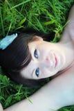 łgarska trawy kobieta obraz royalty free