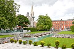 Garten der Erinnerung, mit Abbey Presbyterian Church im Hintergrund, Dublin, Irland Lizenzfreies Stockfoto