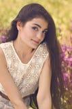 Garten der jungen Frau im Frühjahr Stockfotografie