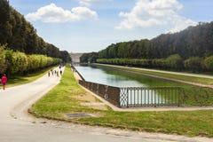 Garten des königlichen Palastes in der Stadt von Caserta stockbilder