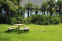 Garten des Landhauses für Freizeit Lizenzfreies Stockfoto