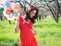 Garten des Mädchens im Frühjahr stockbilder