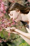Garten des Mädchens im Frühjahr Lizenzfreie Stockfotos