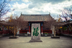 Garten in einem historischen Tempel stockfotografie