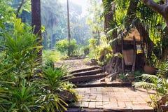 Garten-Gehweg im Erholungsort, Thailand stockbilder