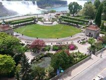 Garten herüber von den Sheridan Niagara-Fällen Stockfotos