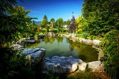 Garten-Hinterhof-Teich Stockbilder
