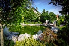 Garten-Hinterhof-Teich Stockfoto