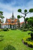 Garten im Tempel Wat Arun Stockfotos