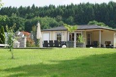 Garten mit poolhouse Stockbild