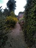 Garten PFAD lizenzfreie stockbilder