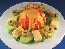 Garten-Salat mit dem Kleiden Lizenzfreie Stockfotografie