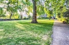 Garten in St George Quadrat, London Stockbilder
