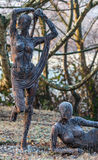 Garten-Statue trifft Frost Stockfotos