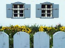 Garten und Fenster Stockbilder