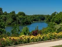 Garten und Fluss Lizenzfreies Stockfoto
