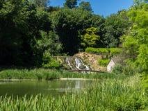 Garten und Fluss Stockfoto