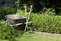 Garten- und Gartenarbeithilfsmittel stockfotos