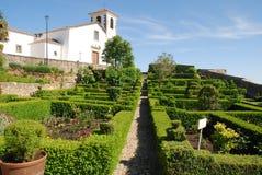 Garten und Kathedrale stockbilder