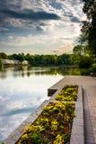 Garten und Promenade entlang dem Ufer von Wilde See, in Kolumbien, lizenzfreie stockbilder