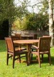 Garten und Tabellen in Cotswold-Bezirk von England Stockbilder