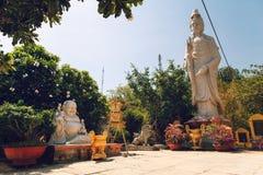 Garten von buddhistischen Skulpturen Lizenzfreies Stockfoto