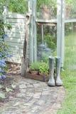 Garten-Werkzeuge und Wellington Boots Lizenzfreie Stockbilder