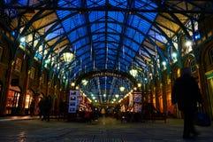 Garten-Zirkusausführender Londons Covent nachts vom niedrigen Stand Lizenzfreie Stockbilder
