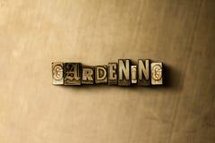 GARTENARBEIT - Nahaufnahme der grungy Weinlese setzte Wort auf Metallhintergrund Lizenzfreies Stockbild