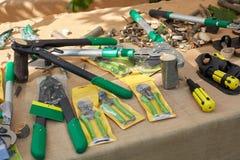 Gartenarbeitwerkzeuge im Verkauf bei Orticola ehrlich lizenzfreies stockbild