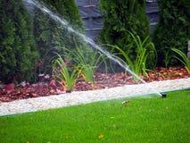 Gartenbewässerung, Arbeitsberieselungsanlage Stockfotos