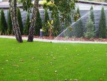 Gartenbewässerung, Arbeitsberieselungsanlage Stockfoto
