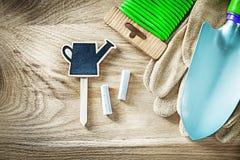 Gartenbindungsdrahttafel-Preiszeichen der Schutzhandschuheschaufel weiches Lizenzfreie Stockfotos