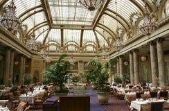 Gartengericht im Palasthotel in San Francisco lizenzfreies stockfoto