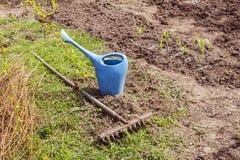 Gartengießkanne und -rührstange Lizenzfreie Stockfotos